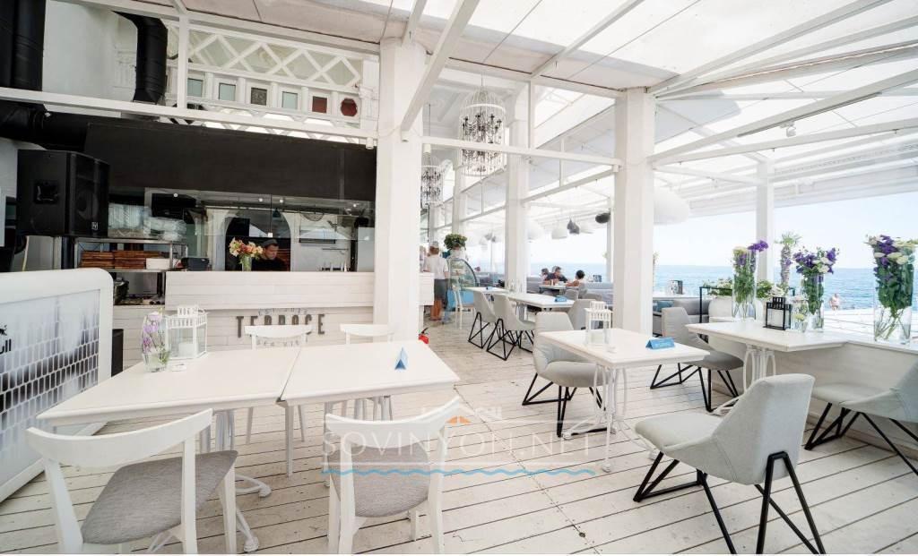 Терраса ресторан у моря