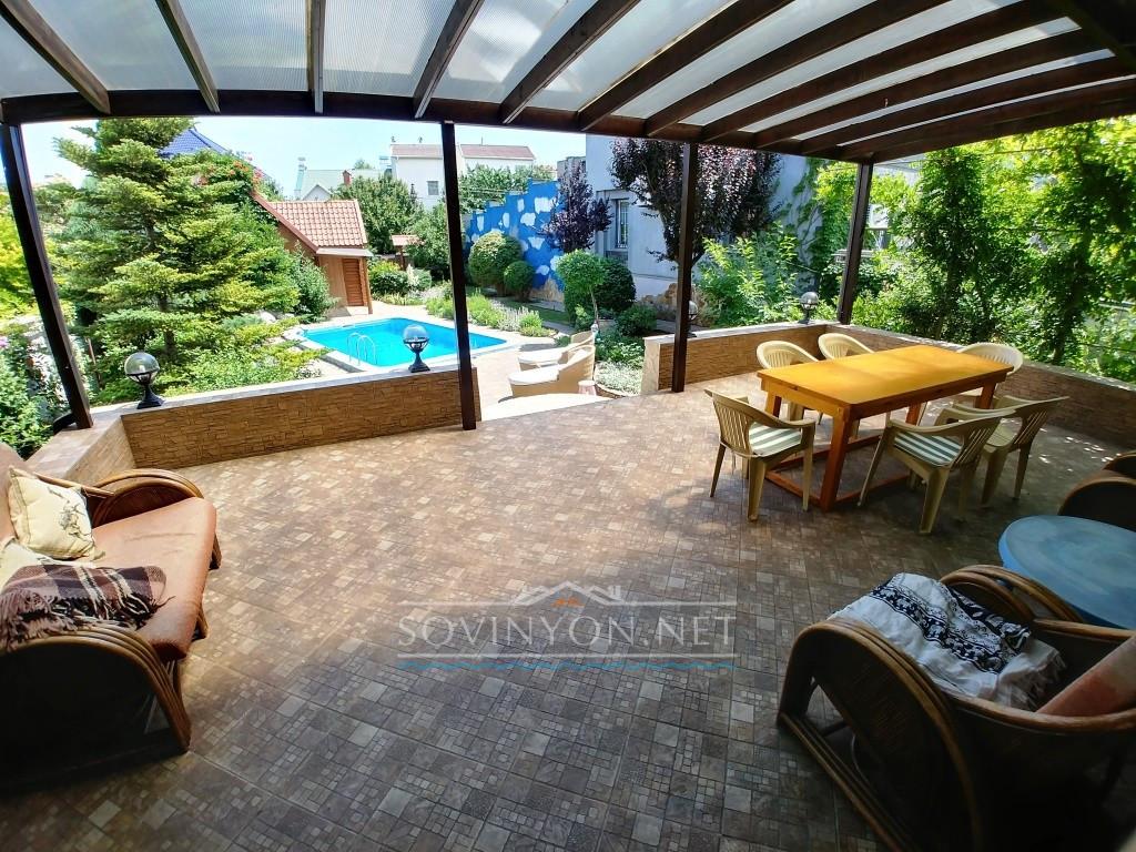 Дом с бассейном в Одессе