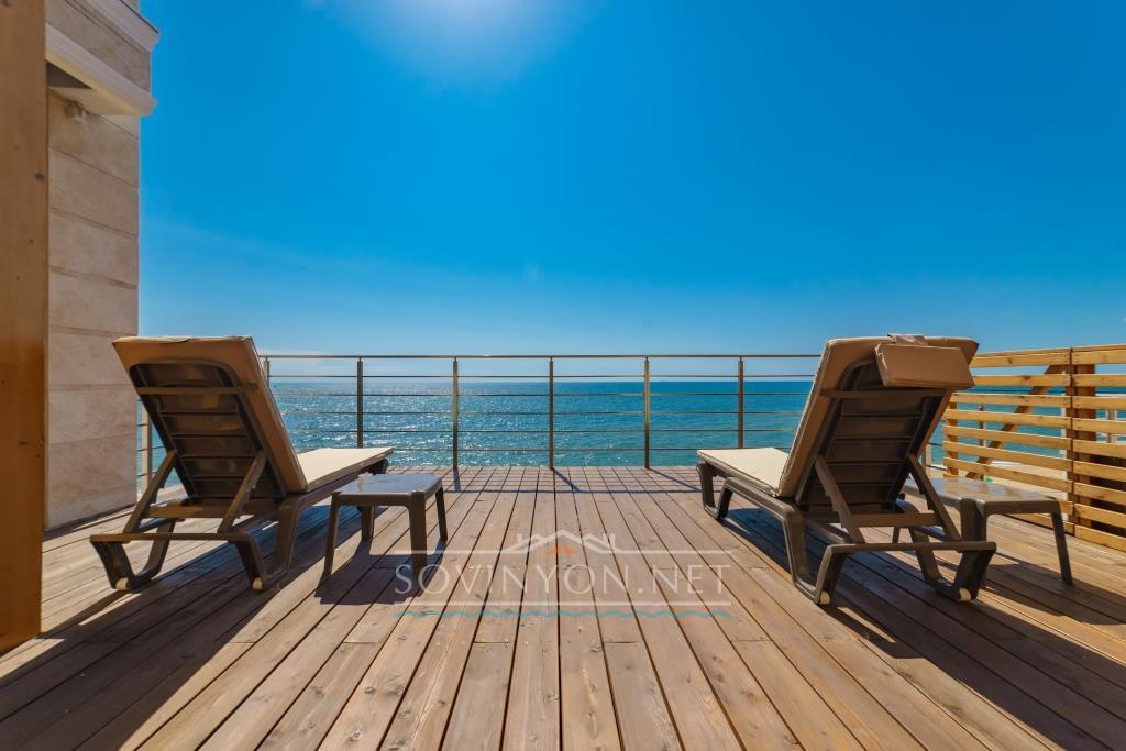 Квартира с террасой у моря фото