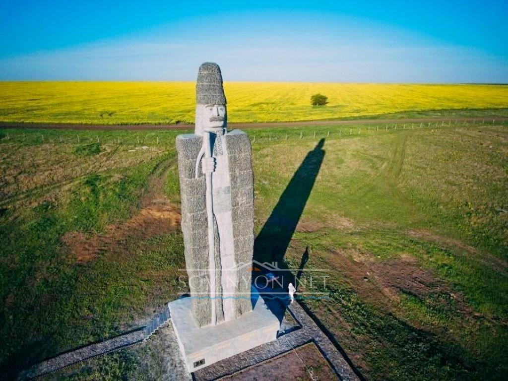 Самый большой чабан пастух памятник фото