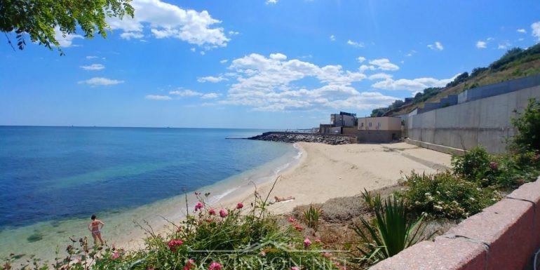 Закрытый частный пляж Совиньон